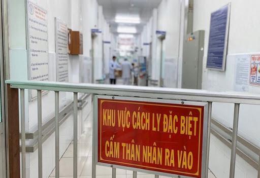 Người đàn ông ở Bệnh viện E trở thành BN994, gia đình không ai đến vùng có ổ dịch - Ảnh 3.