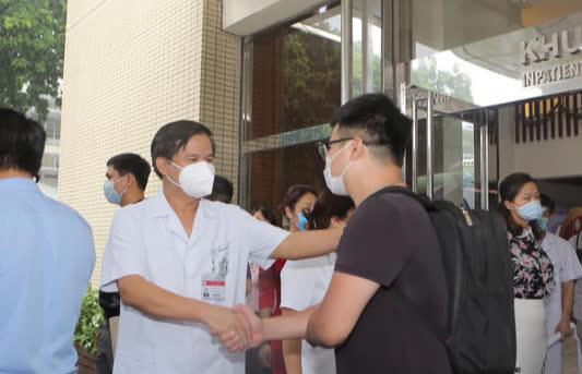 Chuyên gia hàng đầu của Bạch Mai vào TP.HCM khảo sát lập bệnh viện hồi sức - Ảnh 3.