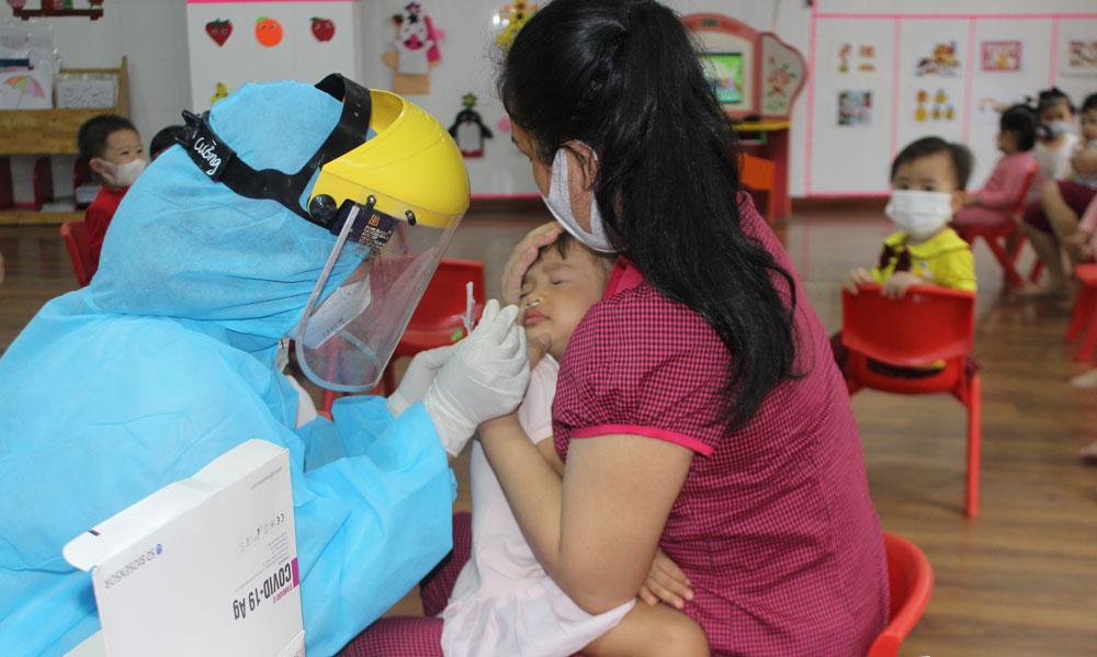 Chùm COVID-19 chưa rõ nguồn lây ở Bắc Ninh tăng lên 10 ca, trong đó có 6 trẻ mầm non - Ảnh 3.