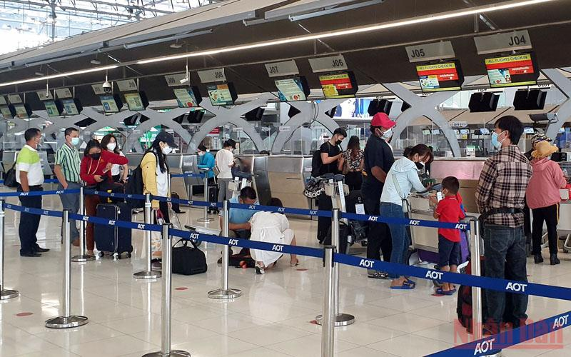 Chuyên gia y tế Thái Lan lo ngại về kế hoạch mở cửa đón du khách - Ảnh 1.