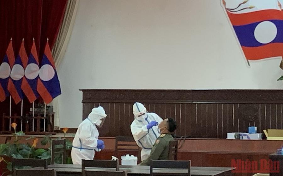 Đa số ca nhiễm Covid-19 tại Lào là chưa tiêm vaccine - Ảnh 1.