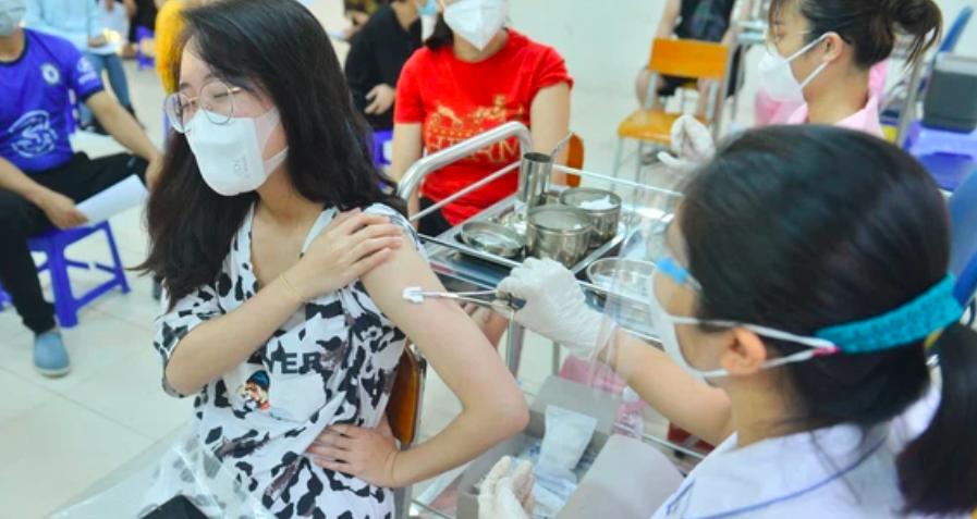 Hơn 14 triệu người tiêm đủ 2 mũi vaccine COVID-19, xây dựng kế hoạch tiêm cho trẻ em 12-17 tuổi - Ảnh 1.