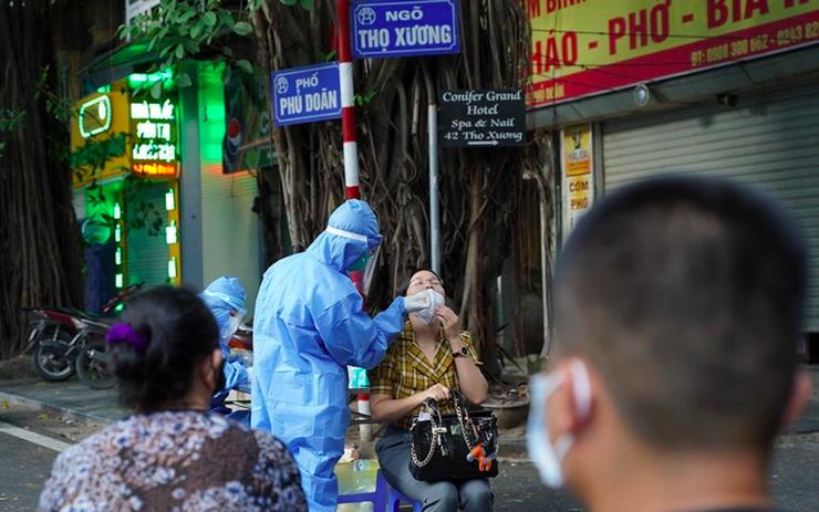 Hà Nội phát hiện 6 ca COVID-19 mới, có 5 ca liên quan Bệnh viện Việt Đức - Ảnh 1.