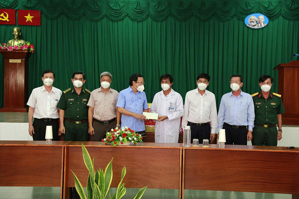 """Thứ trưởng Bộ Y tế Nguyễn Trường Sơn: Cần xây dựng """"ngân hàng máu"""" ngay tuyến huyện - Ảnh 3."""
