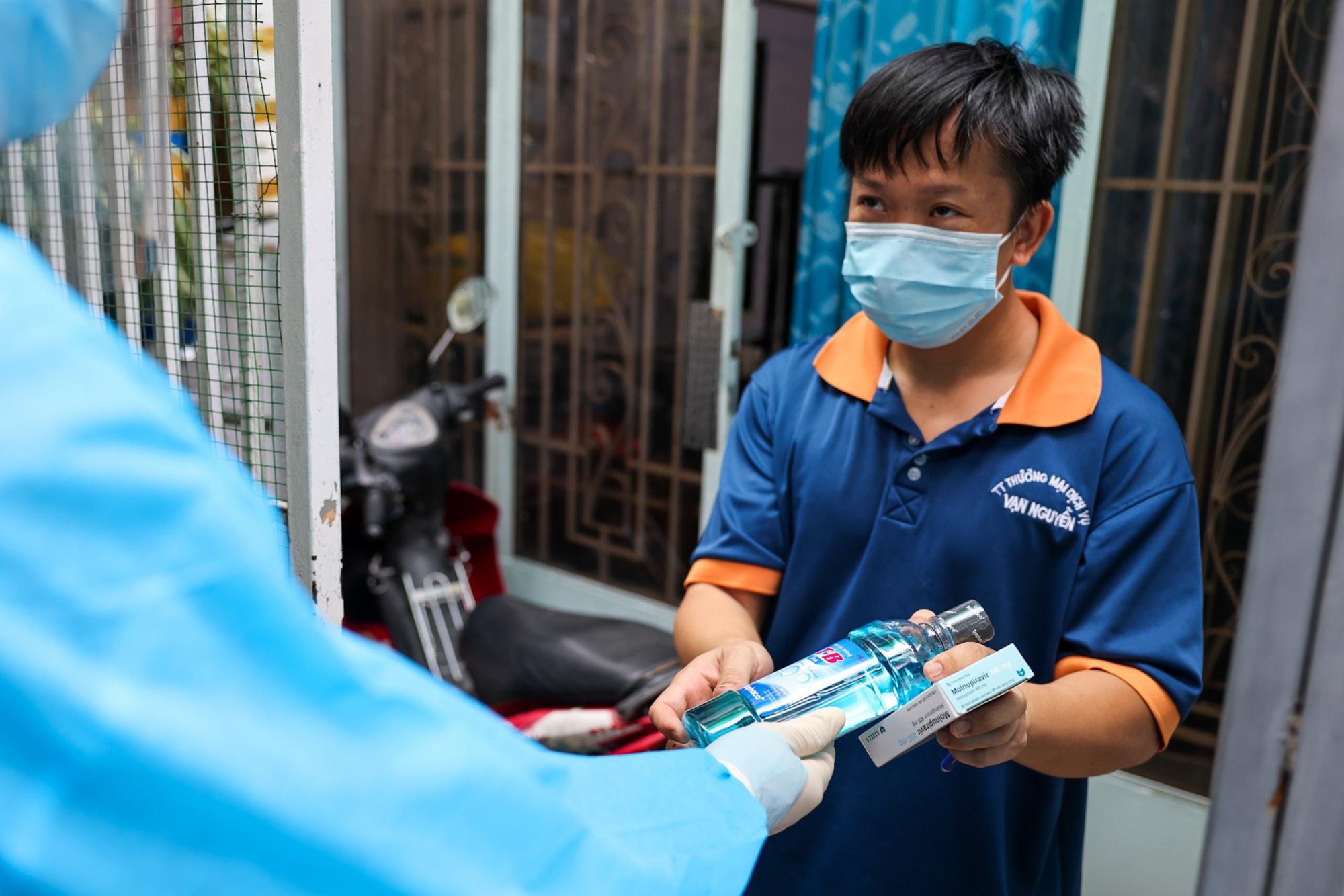 Sát khuẩn hầu họng thường xuyên phòng ngừa dịch bệnh - Ảnh 1.
