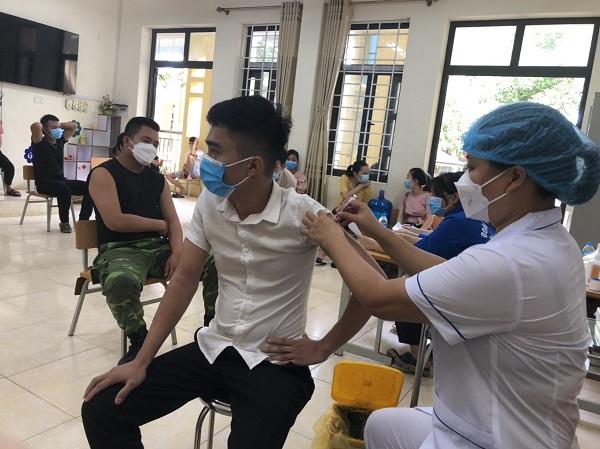 Hà Nội đã sử dụng hơn 80% liều vaccine được cấp - Ảnh 1.