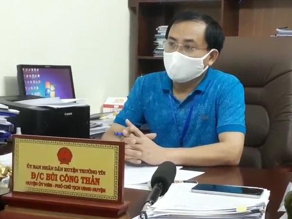 Ông Bùi Công Thản, Phó chủ tịch Thường Tín trả lời phỏng vấn báo SK & ĐS.