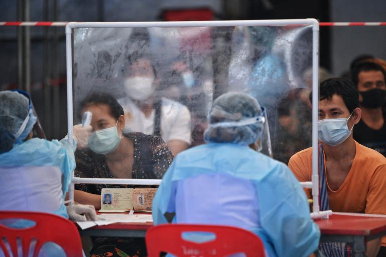 Lao động nhập cư Thái Lan trông chờ 'phao cứu sinh' vaccine COVID-19 - Ảnh 3.