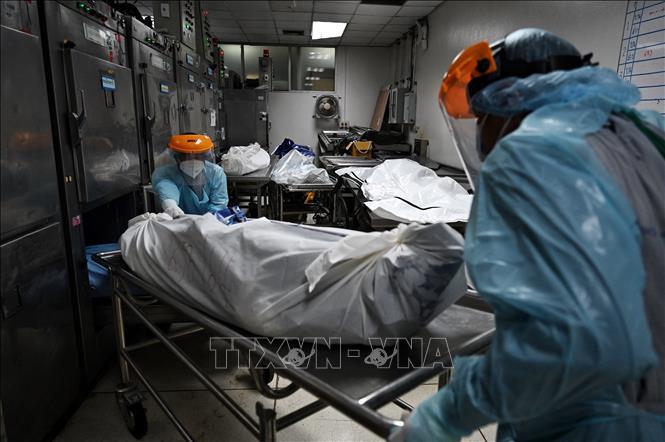 Lao động nhập cư Thái Lan trông chờ 'phao cứu sinh' vaccine COVID-19 - Ảnh 2.
