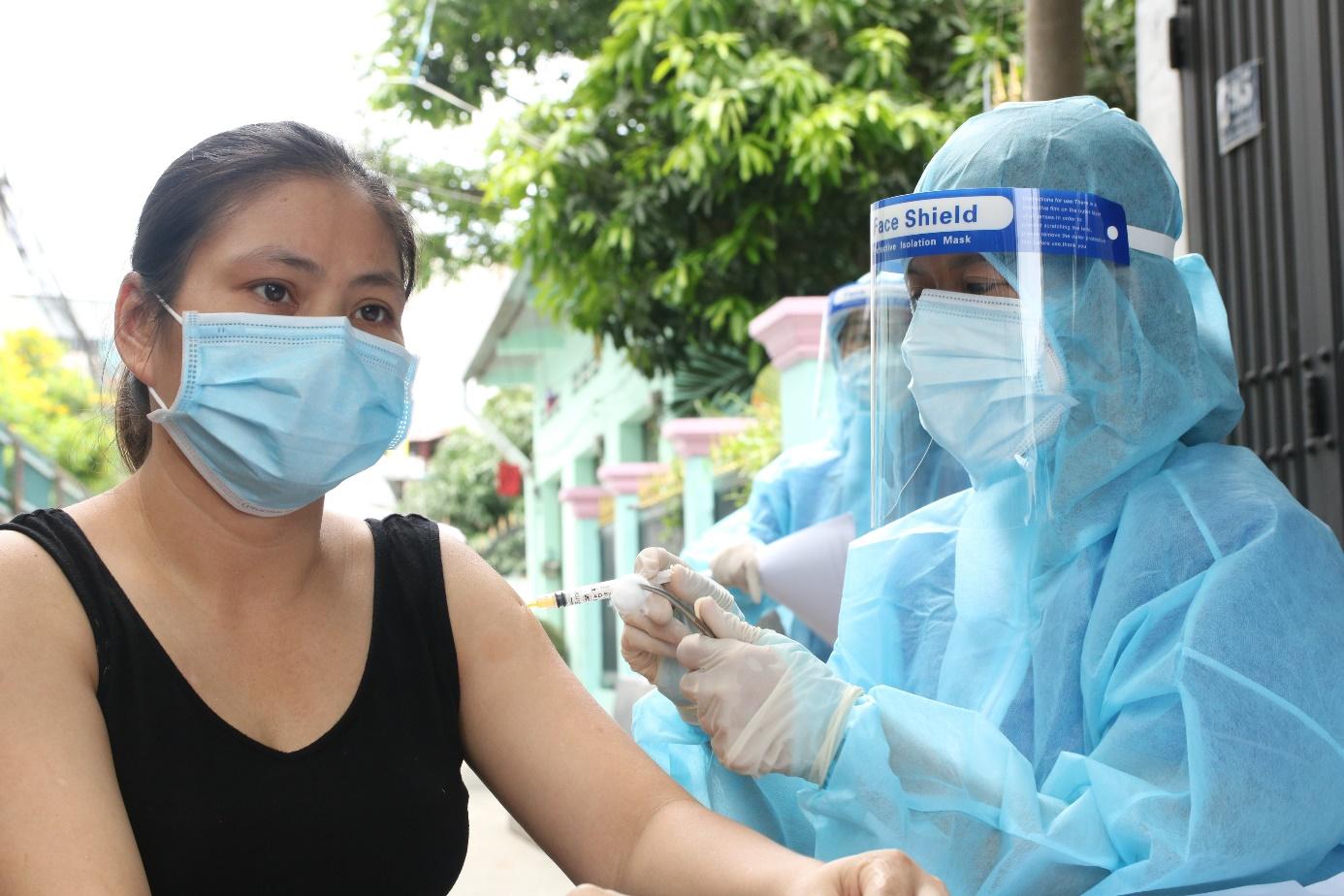 TP HCM: Không được từ chối tiêm mũi 2 cho người tiêm mũi 1 nơi khác - Ảnh 2.