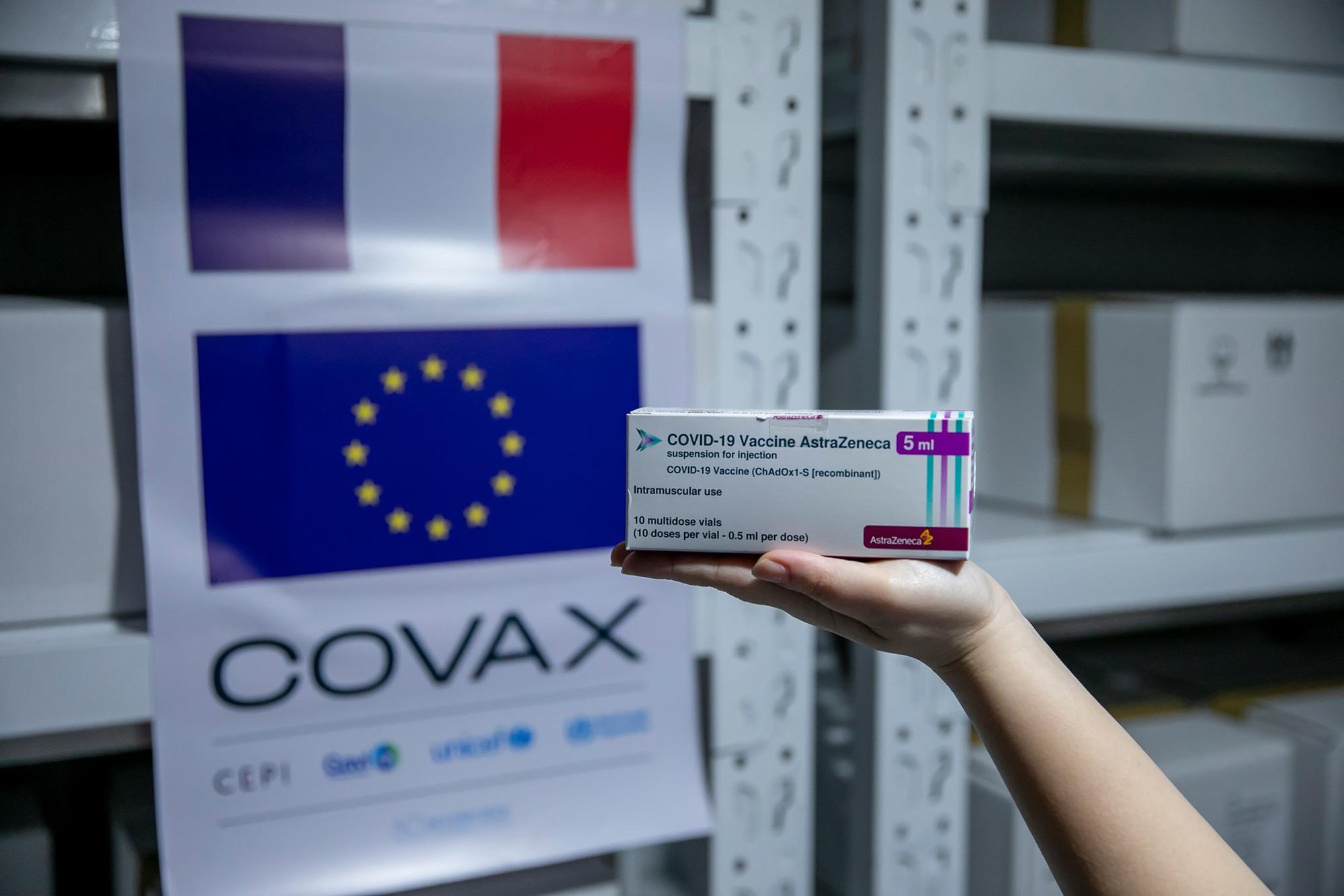 Hà Nội được cấp thêm gần 600.000 liều vaccine COVID-19 - Ảnh 1.