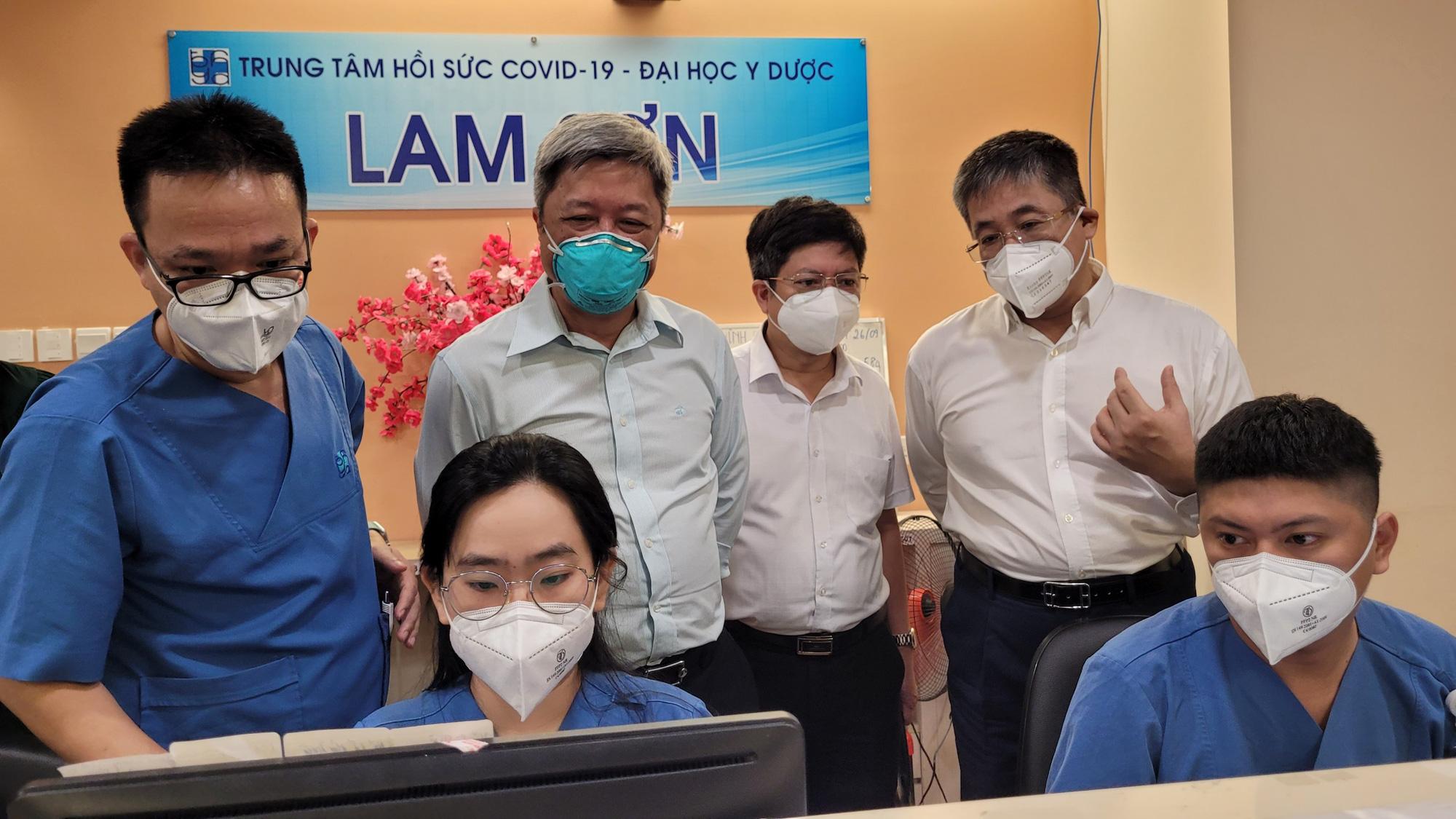 Thứ trưởng Bộ Y tế Nguyễn Trường Sơn: Ngành y vẫn sẽ nặng gánh sau khi TP Hồ Chí Minh hết giãn cách - Ảnh 2.