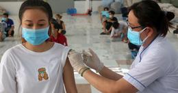 Bộ Y tế: Tiêm vaccine COVID-19 cho trẻ em từ 16 -17 tuổi trước và hạ dần độ tuổi