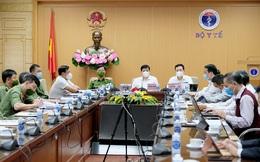 """Bộ trưởng Bộ Y tế: Thông tin tiêm chủng của người dân cần thiết để """"thích ứng an toàn, kiểm soát hiệu quả dịch COVID-19"""""""