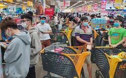 Bác sĩ hướng dẫn người dân đi siêu thị để tránh lây nhiễm Covid-19