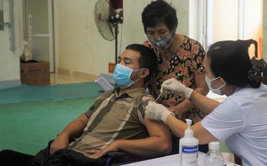200 người khuyết tật tại Quảng Bình được tiêm vaccine phòng COVID-19