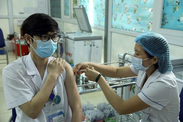 Hơn 24.000 người đã tiêm vaccine AstraZeneca, riêng Hải Dương chiếm một nửa - Ảnh 3.