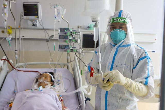 Bác sĩ 91 bạc trắng đầu sau hơn 10 ngày ở Bệnh viện Hồi sức COVID-19 - Ảnh 6.
