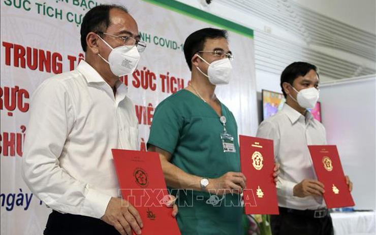 Tiếp nhận Trung tâm Hồi sức tích cực người bệnh COVID-19 Bệnh viện Bạch Mai tại TP Hồ Chí Minh